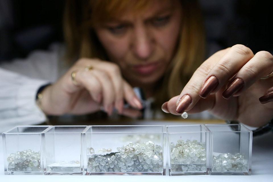 «Алроса» знает  цену алмазам