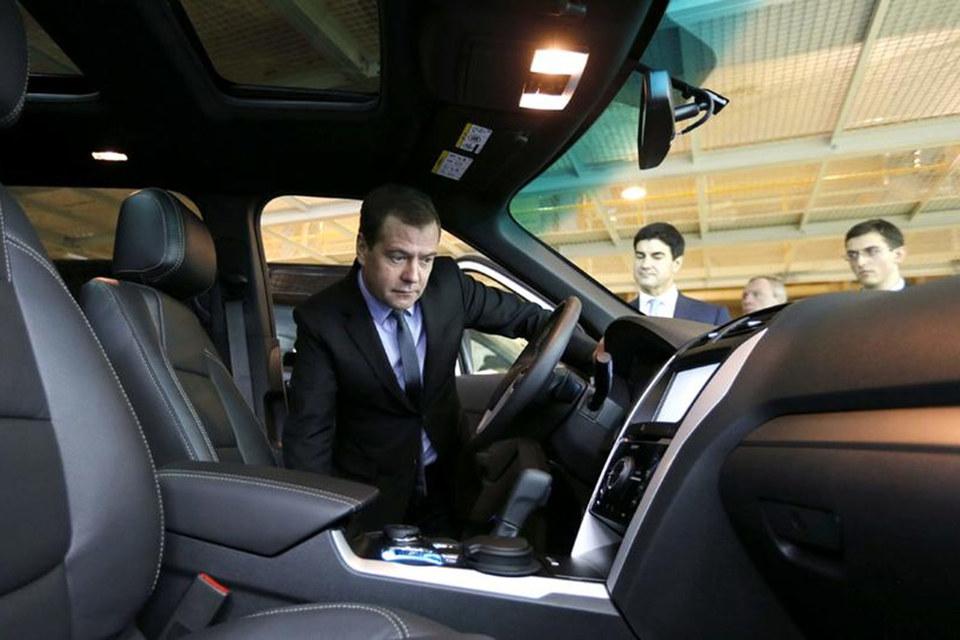 Дмитрий Медведев ввел «опасное вождение» в ПДД