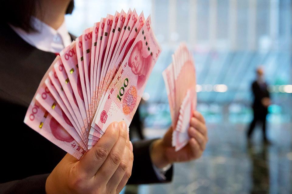 Китай опустил курс юаня к доллару