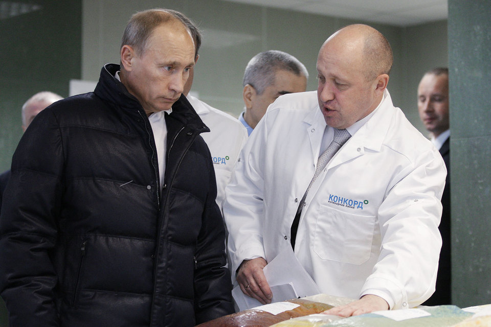 Евгений Пригожин требует забыть о его контрактах с военными городками