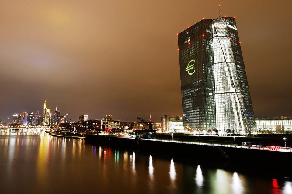 Последний раз ЕЦБ предпринимал дополнительные шаги в марте и призывал инвесторов быть терпеливыми