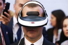 Премьер все больше погружается в виртуальную реальность