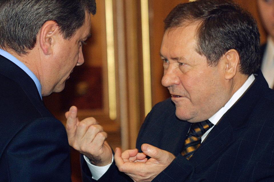 До работы в «Роснефти» Геннадий Букаев занимал разные должности в государственных органах, в основном в налоговых структурах
