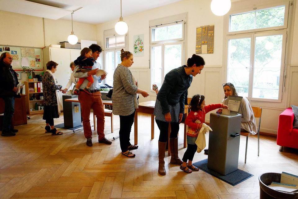 Швейцарцы на референдуме не поддержали идею предоставления всем гражданам страны базового дохода вне зависимости от уровня их образования, благосостояния, возраста и занятости