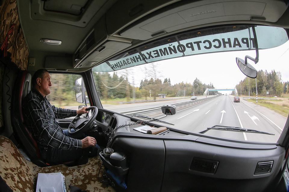 Плата за проезд по федеральным трассам взимается с грузовиков тяжелее 12 т с 15 ноября 2015 г.