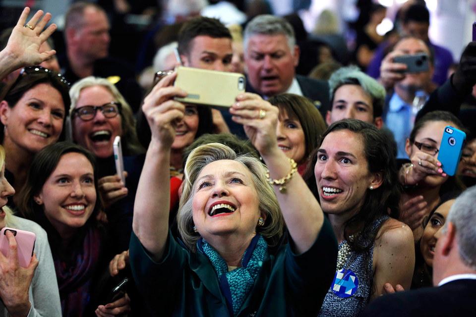 В штабе Клинтон вместо празднования победы готовятся к новому супервторнику