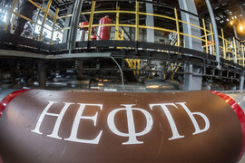Россия в прошлом году стала крупнейшим в мире экспортером нефти и нефтепродуктов, обогнав Саудовскую Аравию, подсчитала ВР