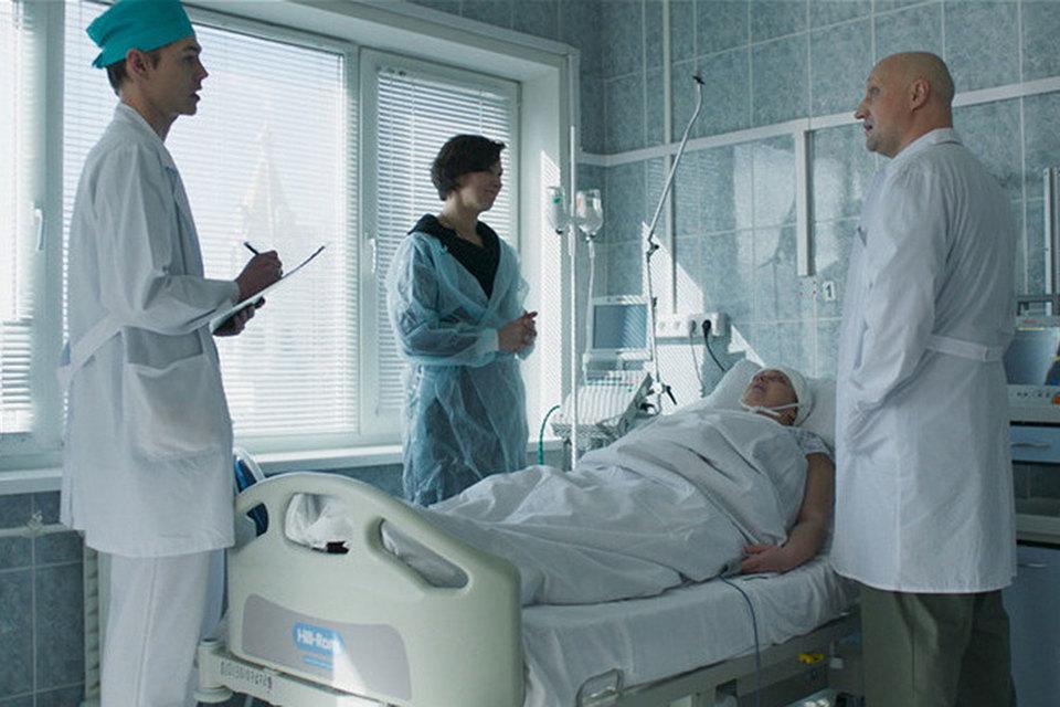 Фильмом «Врач» Гоша Куценко (справа) дебютировал в режиссуре, но не остался за кадром, а сам сыграл главную роль
