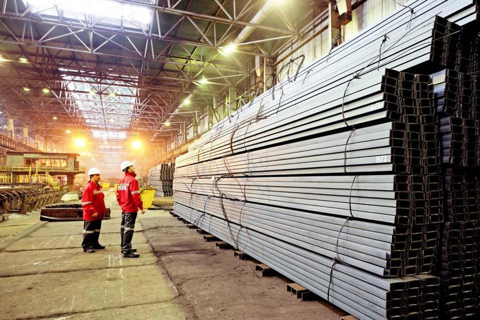 В среду и четверг сразу две металлургические российские компании – НЛМК и Evraz разместили еврооблигации