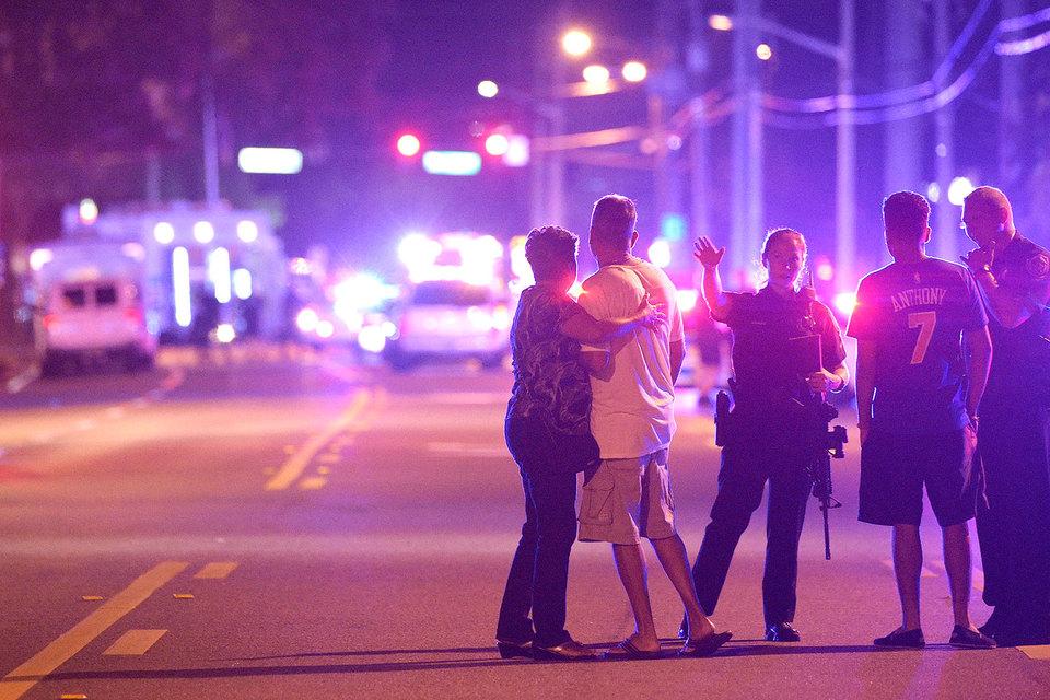 Звуки выстрелов в здании клуба Pulse стали слышны около 02.00 по местному времени (08.00 мск)