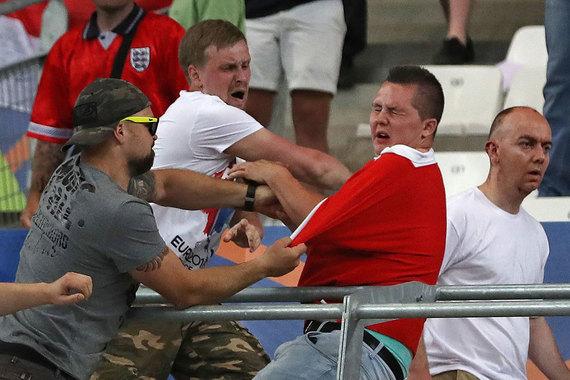 На стадионе «Велодром» подрались фанаты сборных России и Англии