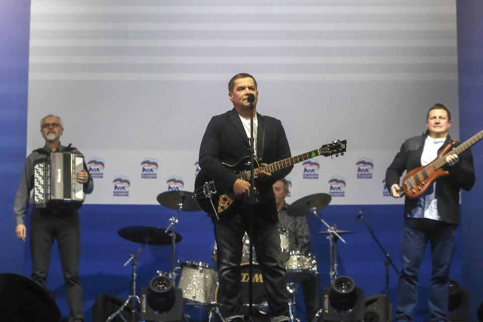 По данным ЕГРЮЛ, 70% долей «Дома музыки» принадлежат Продюсерской компании Николая Расторгуева