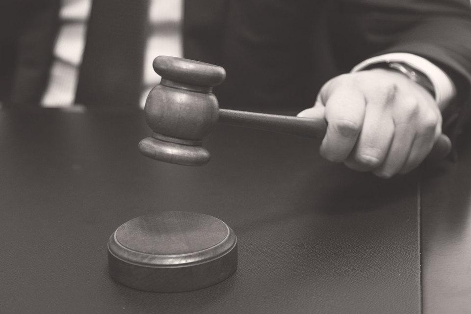 Суды занижают оплату труда юристов