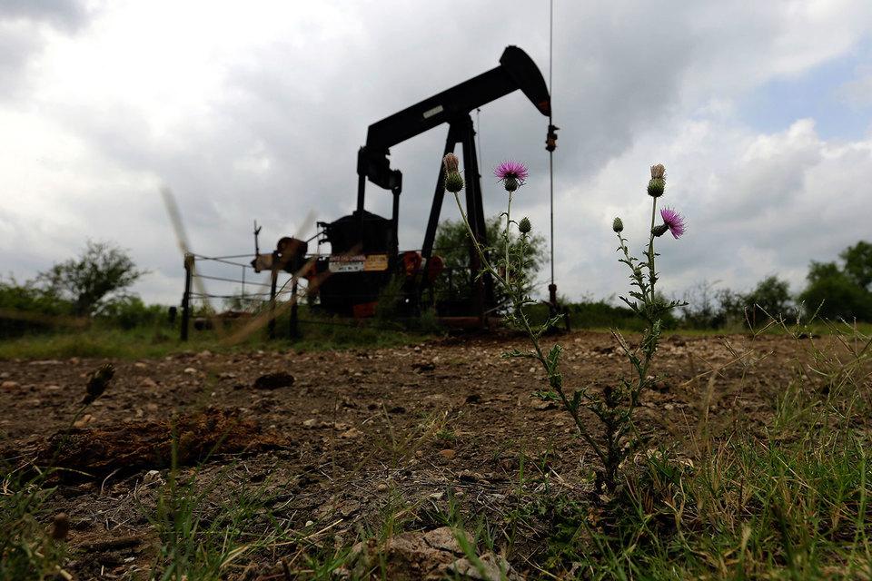 Цены на нефть начали свое падение с середины 2014 г. и достигли десятилетнего минимума в начале 2016 г.