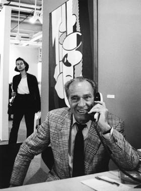 Ярмарку современного искусства Art Basel основали в 1970 г. арт-дилеры Эрнст Бейелер (на фото), Труди Брукнер и Бэлз Хильт. Уже первая ярмарка получилась представительной - 90 галерей из 10 стран, более 16 000 посетителей. В этом году швейцарский смотр проводится с 16 по 18 июня