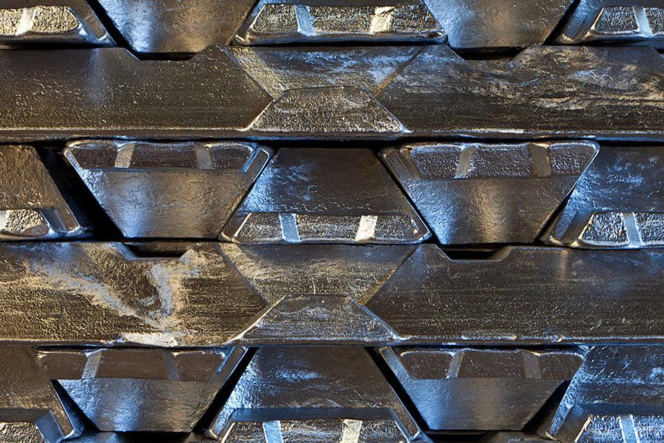 UC Rusal пока не намерена сокращать производство алюминия
