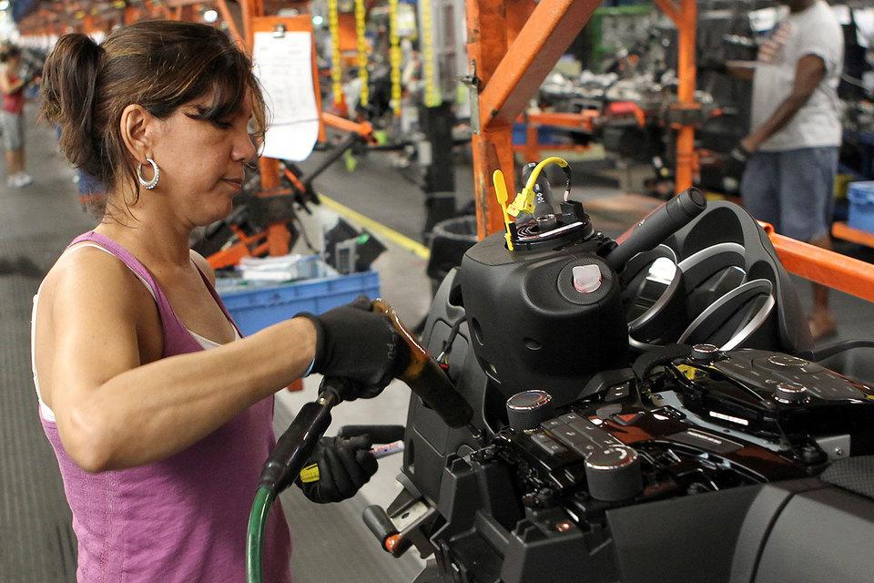 Доля работающих женщин в США – почти 60%. Зарабатывают они примерно 79% от зарплаты мужчин