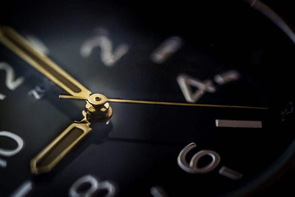 Главная новация IEX (Investors' Exchange – «Биржа инвесторов») – «ограничитель скорости» в 350 микросекунд на выставление следующей заявки