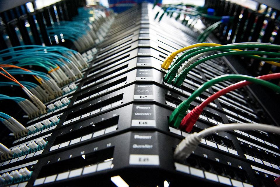 Базу злоумышленники пополняют посредством взлома серверов