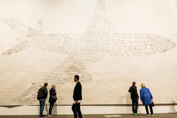 На Unlimited показывают не только очень большие (по размеру) произведения, но часто выходящие за рамки привычных представлений об искусстве. В этом году на выставке покажут 88 проектов. Среди авторов целое созвездие художников: Ай Вэйвэй, Треси Эмин, Уильям Кентридж, Янис Кунеллис, Джозеф Кошут, Пол Маккарти. На фото: галерея Gavin Brown's представляет работу Томаса Байрля