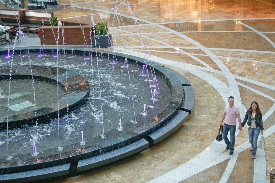 Для погашения кредитов ВТБ могут быть переданы «Афимолл сити» (на фото), «Аквамарин III» и отель «Аквамарин» на Озерковской набережной