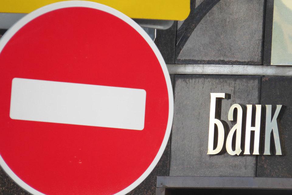 Банкиры восстанавливают прибыльность своего бизнеса, но за счет снижения расходов, а не роста доходов