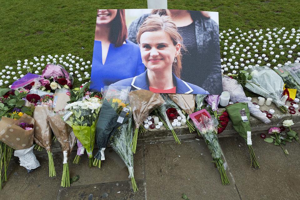 Джо Кокс выступала за членство Великобритании в Евросоюзе, ее убийца, возможно, был сторонником выхода из блока