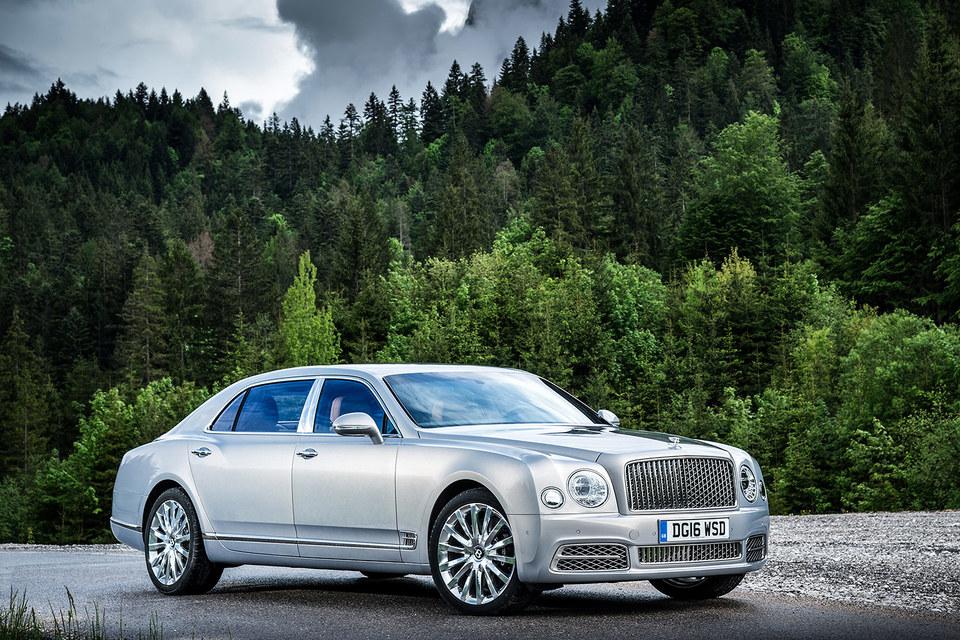 У обновленного флагманского лимузина Bentley изменился экстерьер и интерьер, а главное, появилась длиннобазная версия Mulsanne Extended Wheelbase