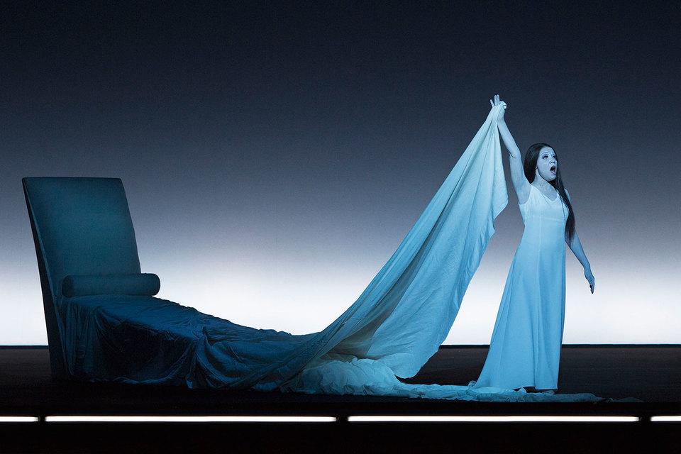 Сокровищем постановки оказалась пермская примадонна Надежда Павлова в роли Виолетты