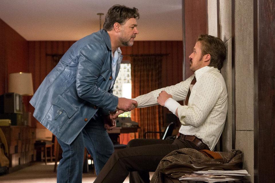 Герои Рассела Кроу (слева) и Райана Гослинга находят общий язык, хотя поначалу и с трудом