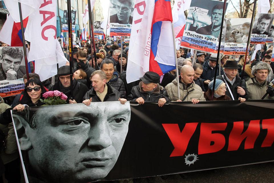 Немцов был убит на Замоскворецком мосту, близ стен Кремля, ночью 27 февраля 2015 г.