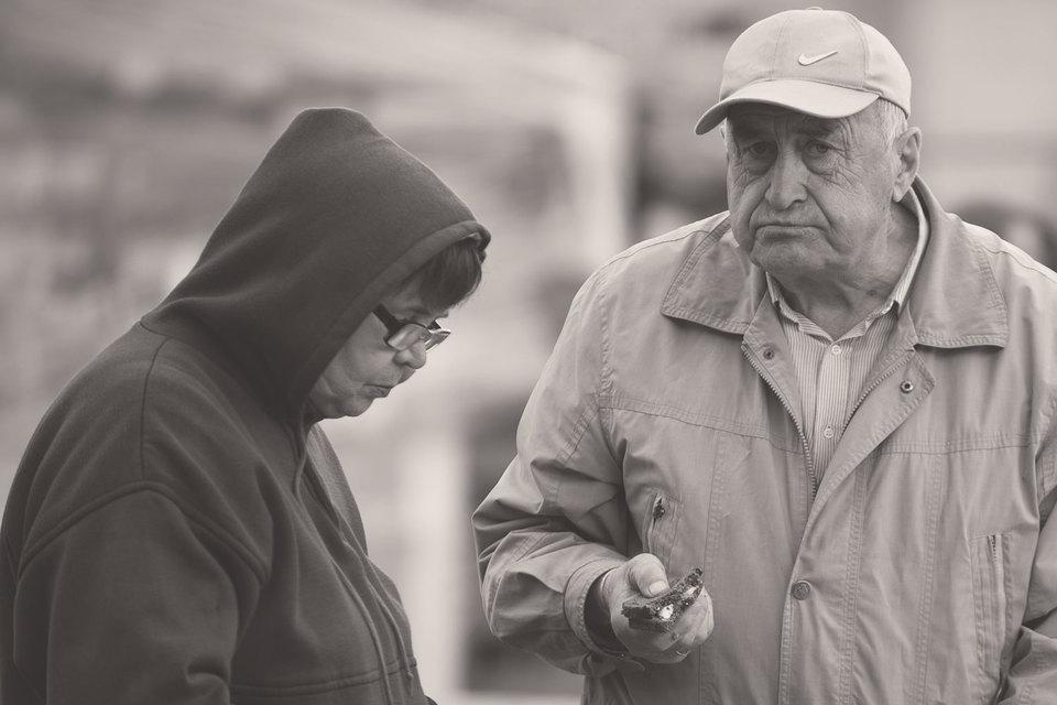 Если старшее поколение остается на рабочих местах слишком долго, экономике может грозить технологическое отставание
