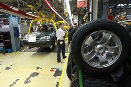 Убыточный «АвтоВАЗ» поднимет с июля зарплаты своим работникам на 6%. Индексация обойдется ему примерно в 700 млн руб.