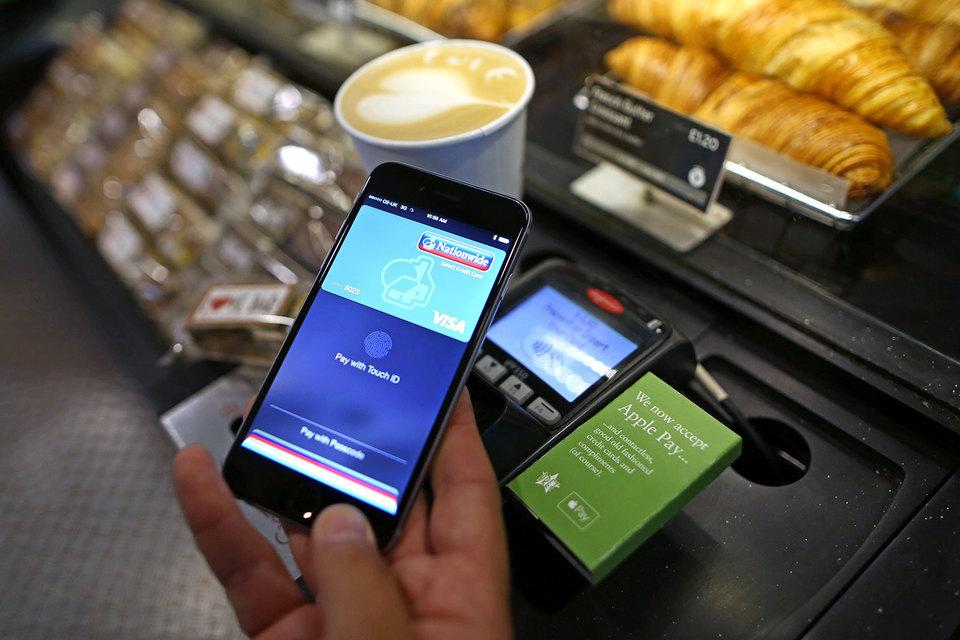 В Великобритании бесконтактной картой можно расплатиться в метро, автобусе, а также в некоторых магазинах, кафе, пабах и ресторанах
