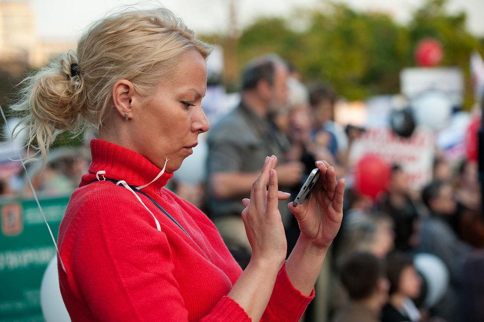 Каждый второй продаваемый в России смартфон поддерживает сети четвертого поколения (LTE). Операторам это сулит рост доходов от мобильного интернета