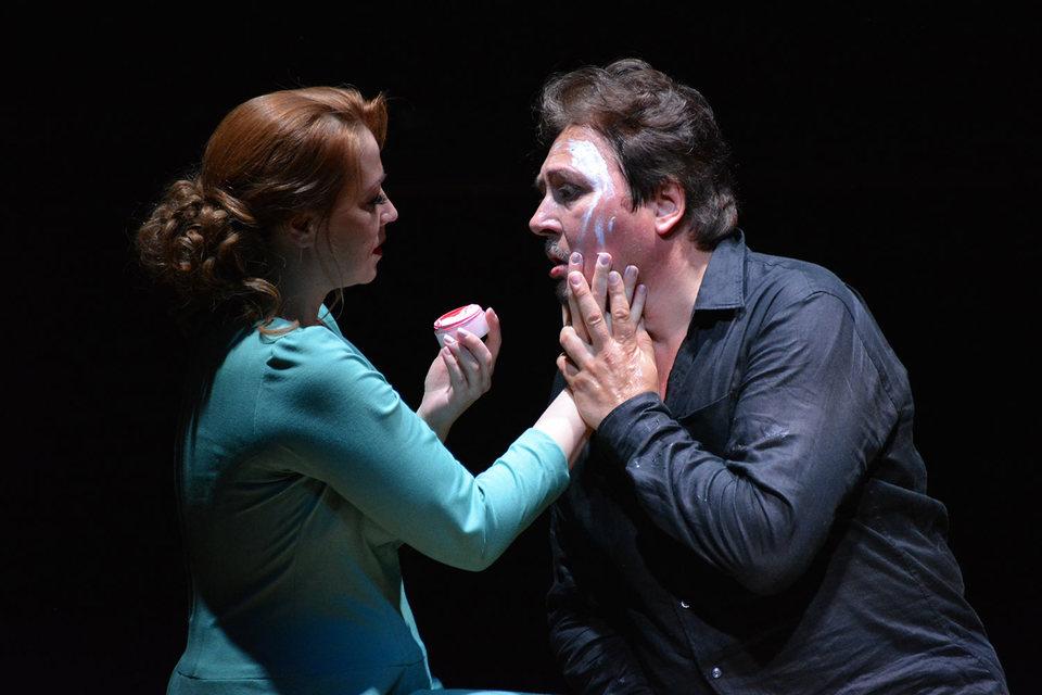 Недда изменяет мужу, но верна искусству театра