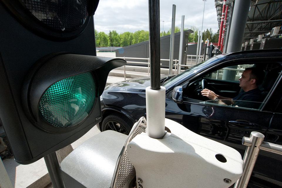 BMW в честь 100-летия все лето оплачивает проезд по участку М11 Москва – Солнечногорск владельцам автомобилей и мотоциклов этой марки