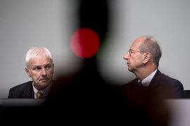 Гендиректор Volkswagen Group Маттиас Мюллер (слева) и председатель наблюдательного совета Ханс-Дитер Пётш пытались успокоить инвесторов на годовом собрании акционеров