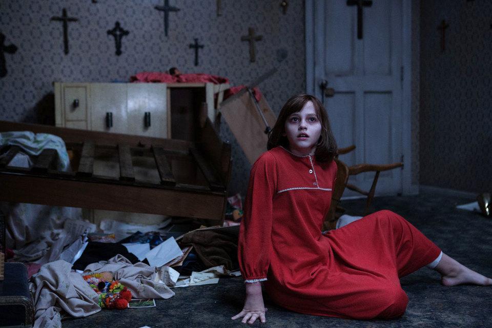 Обилие распятий на стенах не мешает демону устраивать в доме раскардаш
