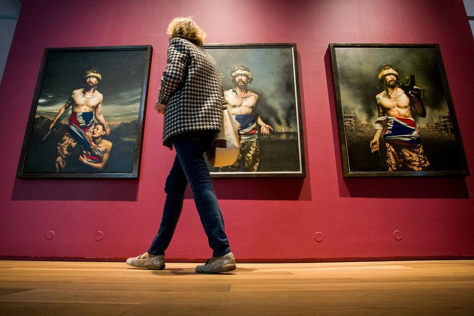 У картин Митча Гриффитса классические композиции