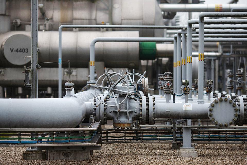 В прошлом году правительство снизило предел производства для месторождения на 24%, поскольку добыча газа увеличивает количество землетрясений в северной части Голландии