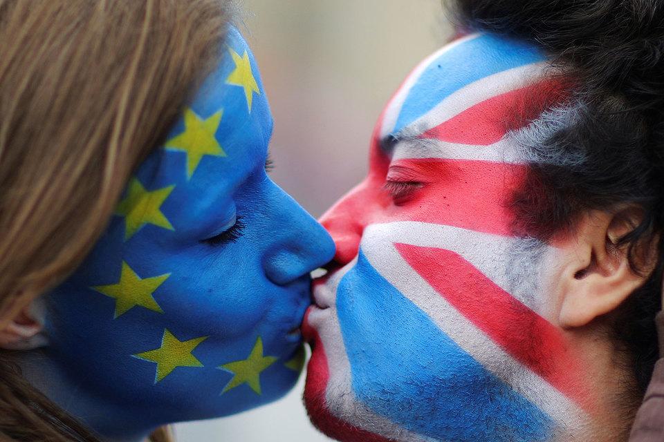 Чуть больше половины проголосовавших британцев, по предварительным данным, не хотят расставаться с Евросоюзом