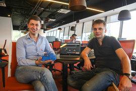 Глеб Ерохин (на фото справа) придумал, а Юрий Волошин реализует идею вызова эвакуатора из любой точки страны по минимально возможной цене
