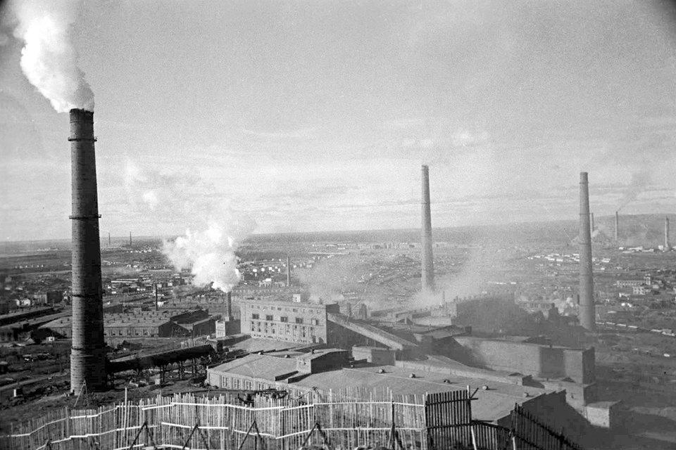 Никелевый завод – старейший актив компании (на фото 1953 г.)