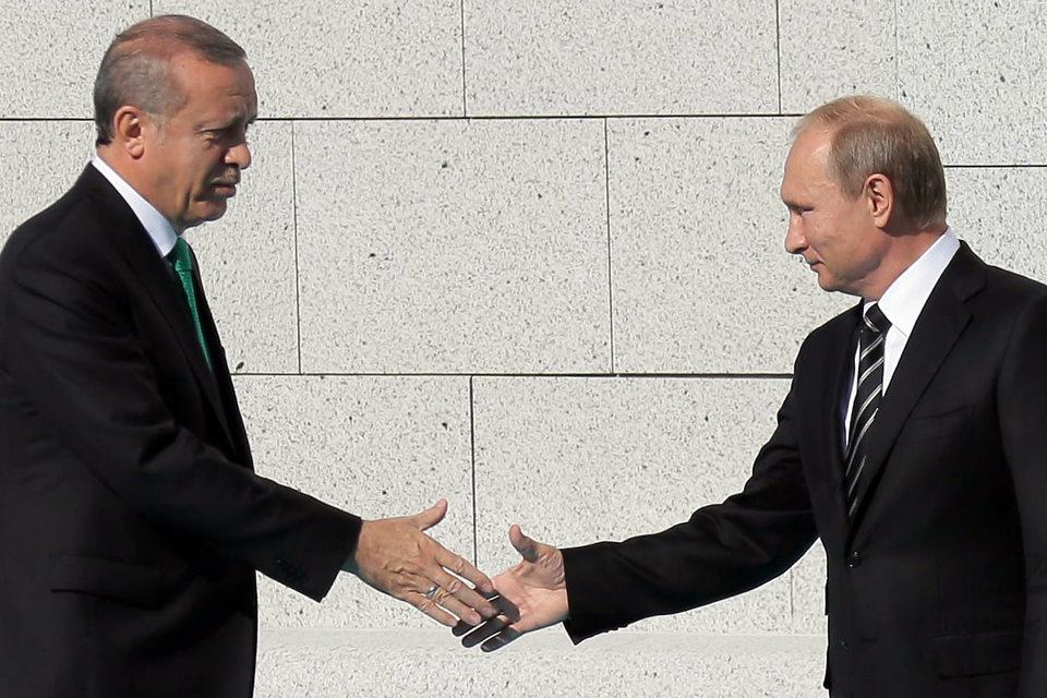 Нового рукопожатия президентов Турции (Реджеп Тайип Эрдоган, слева) и России (Владимир Путин, справа) осталось ждать недолго