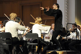 Жесту Курентзиса оркестр отвечал с энтузиазмом