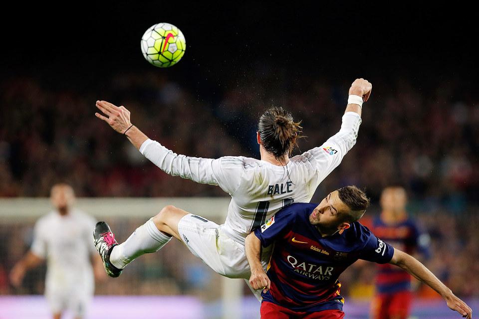 Гарет Бэйл (Real Madrid) и Жорди Альба (Barcelona)