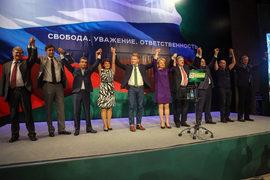 Григорий Явлинский (четвертый справа) поведет на выборы новую демократическую коалицию