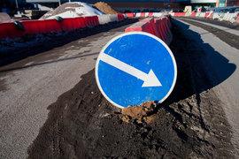 Согласно контракту подрядчик должен к 30 июля 2017 г. достроить одностороннюю шестиполосную дорогу протяженностью 945 м