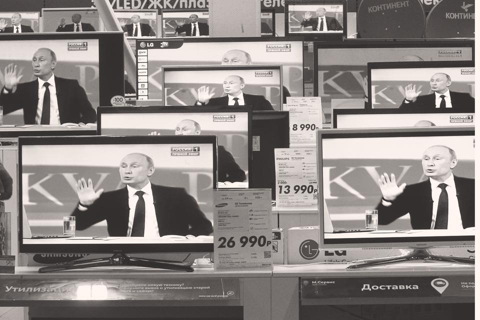 С этим знанием Путин, став президентом (и еще раз на личном примере убедившись в том, что сочетание денег и телевизора работает безотказно), и приступил к построению современной российской политической системы